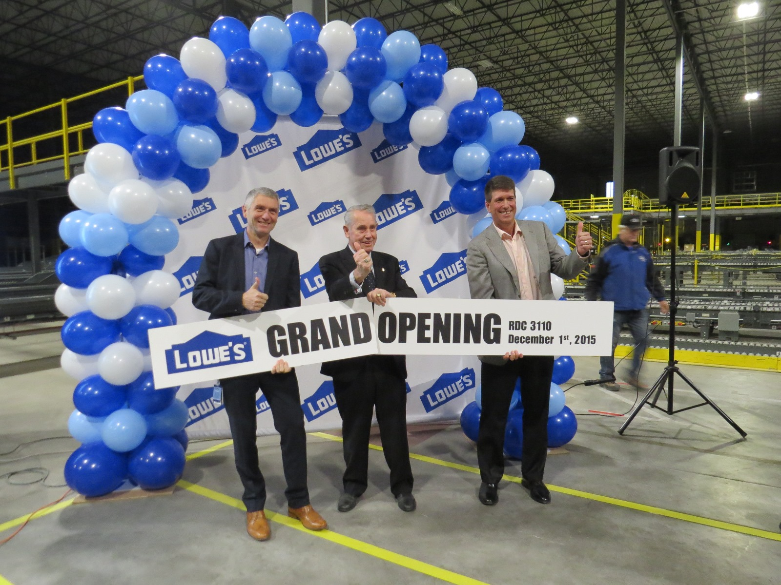 Mayor-Krantz-Lowes-grandopening.jpg