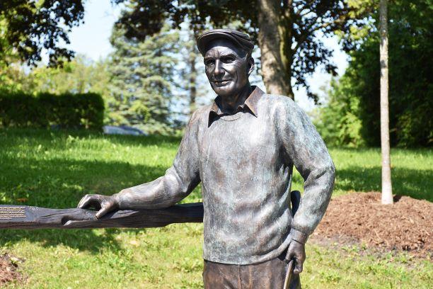 Len Cullen Statue
